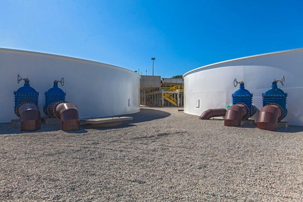 tanques externos da nova estação de tratamento de esgoto em deodoro, na zona oeste do rio de janeiro