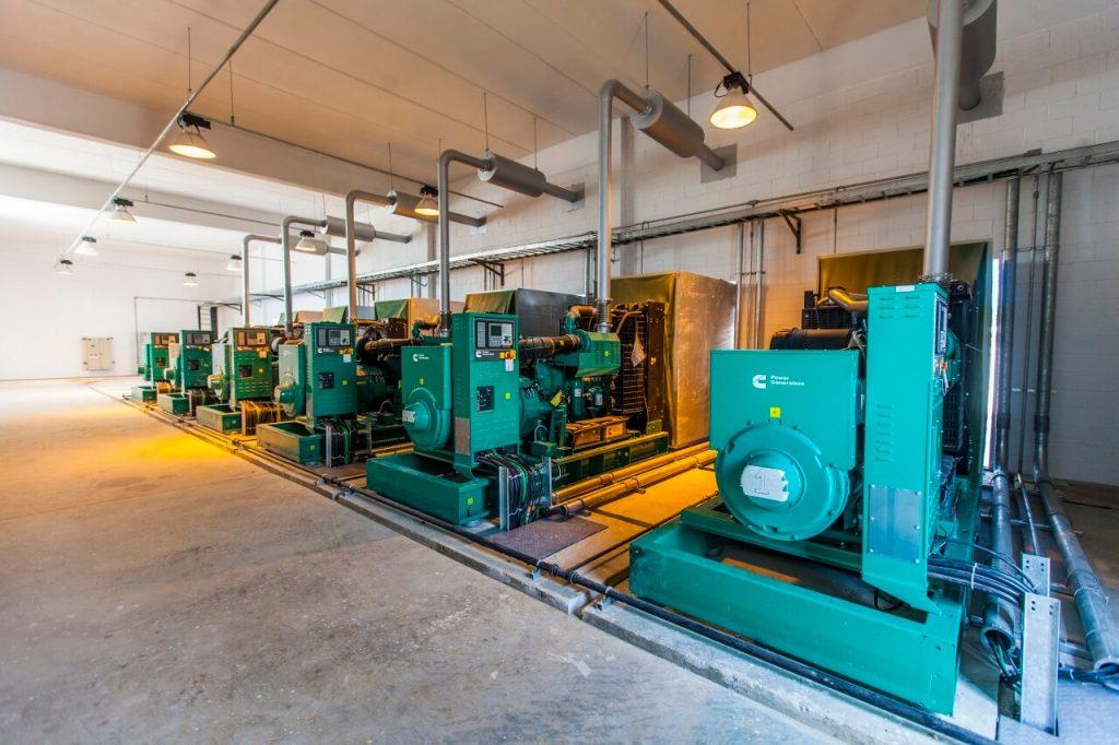 motores na parte interna da nova estação de tratamento de esgoto em deodoro, na zona oeste do rio de janeiro