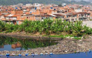 favela rio de janeiro lixo na água