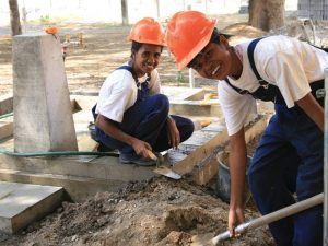 Mulheres são treinadas como encanadoras no Timor Leste; oportunidades de emprego na área da gestão de recursos hídricos devem aumentar (Foto: AusAID)