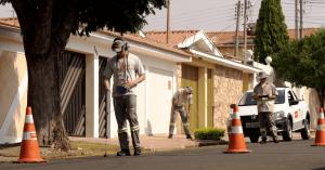 funcionários da odebrecht ambiental procuram vazamento