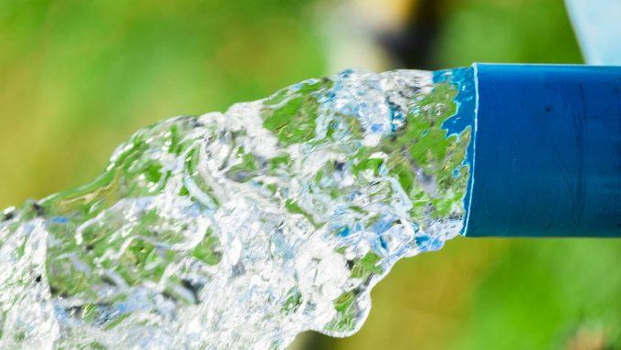 juntos_pela_agua_aliança_pela_agua_agua_jorra_cano_istock