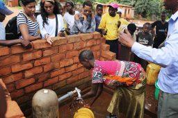 Beyoncé e Unicef vão levar água potável para mulheres e crianças no Burundi