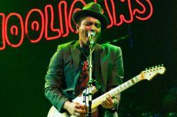 Bruno Mars doa US$ 1 mi para cidade com água contaminada nos EUA