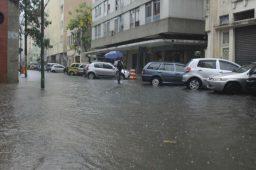Em 12 horas, chove 33% do volume esperado para todo mês no Rio de Janeiro