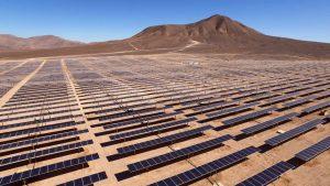 Painéis solares no deserto de Atacama, Chile