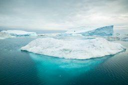 Geleira no Ártico. Crédito: Alexander Hafemann/Unsplash