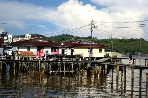 Casas de palafita sem rede de esgoto. Crédito: PxHere