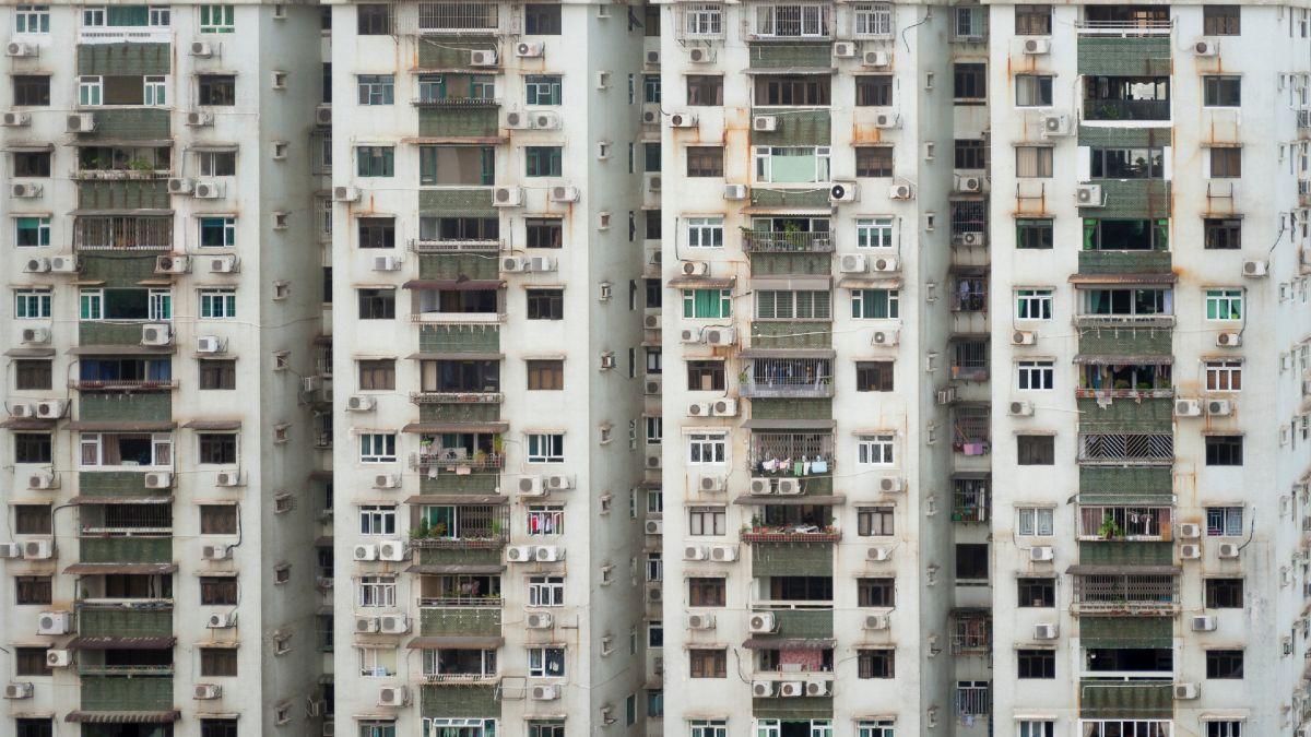 Prédio com problemas de habitação. Crédito: BigBadChan/Unsplash